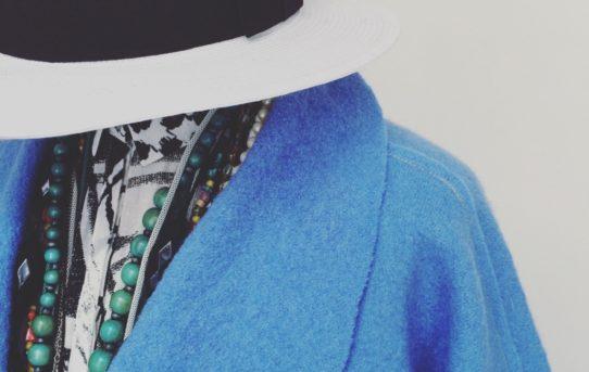 Modell bathrobe Schulterausschnitt