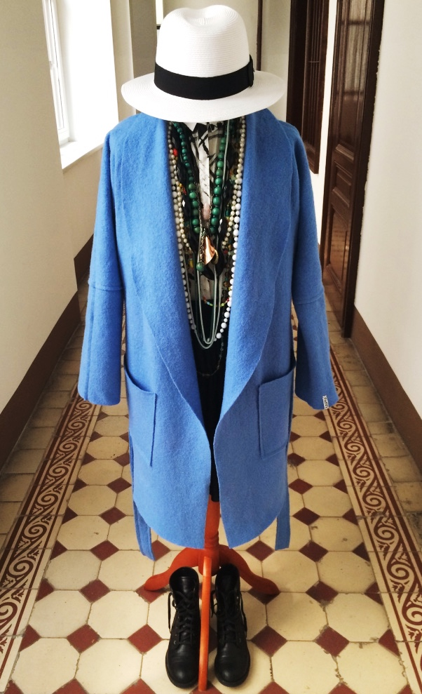 Modell bathrobe ganz offen