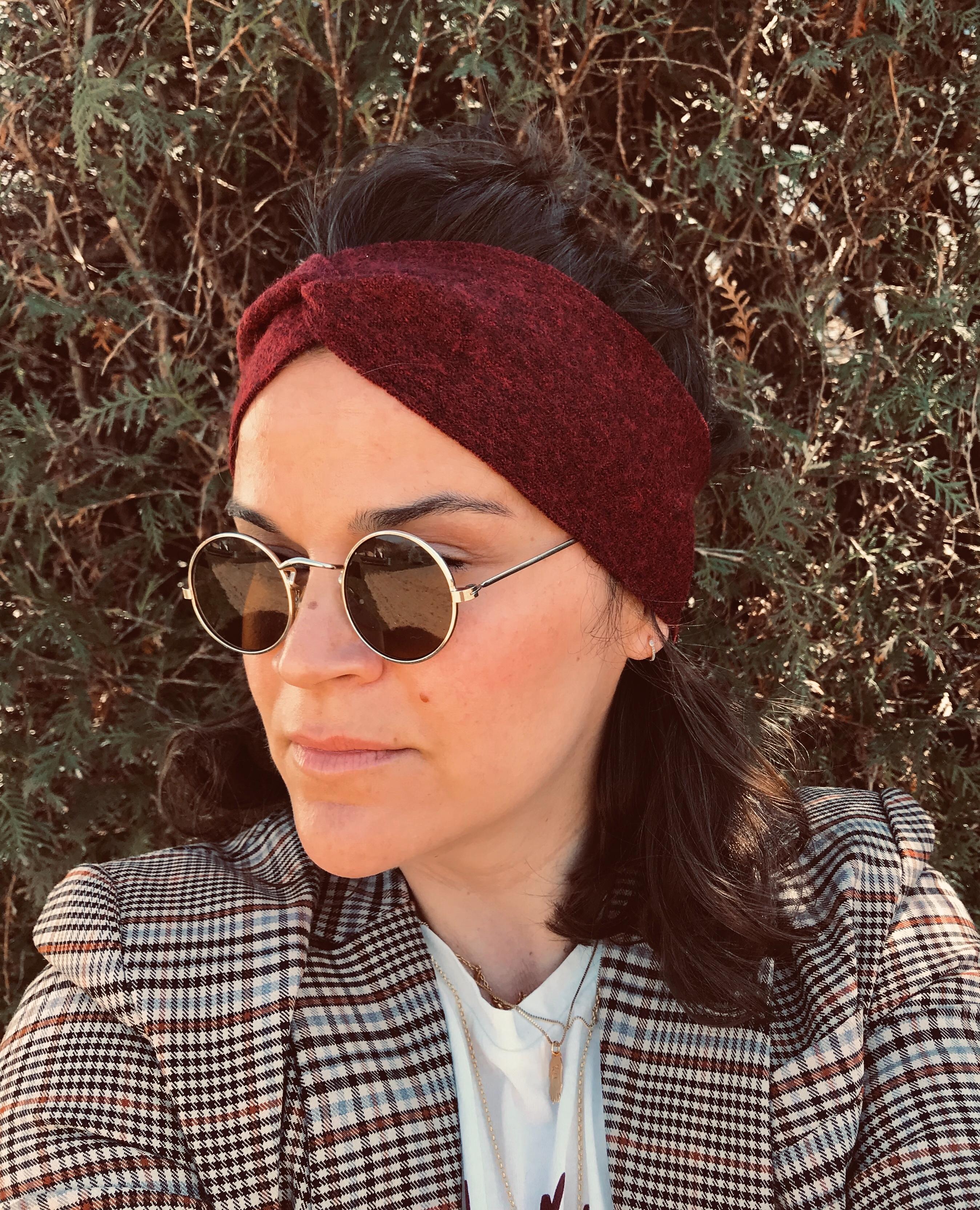 Marion mit Stirnband rot-meliert